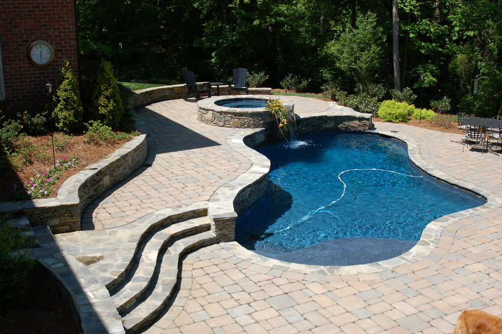 Pool gallery pools spas hot tubs fireplaces for Pool design sloped yard