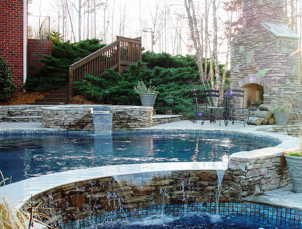 Pool gallery pools spas hot tubs fireplaces for Pool with fireplace